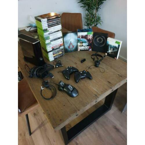 Xbox 360 + 2 controllers + oplader + headsets + 32 games